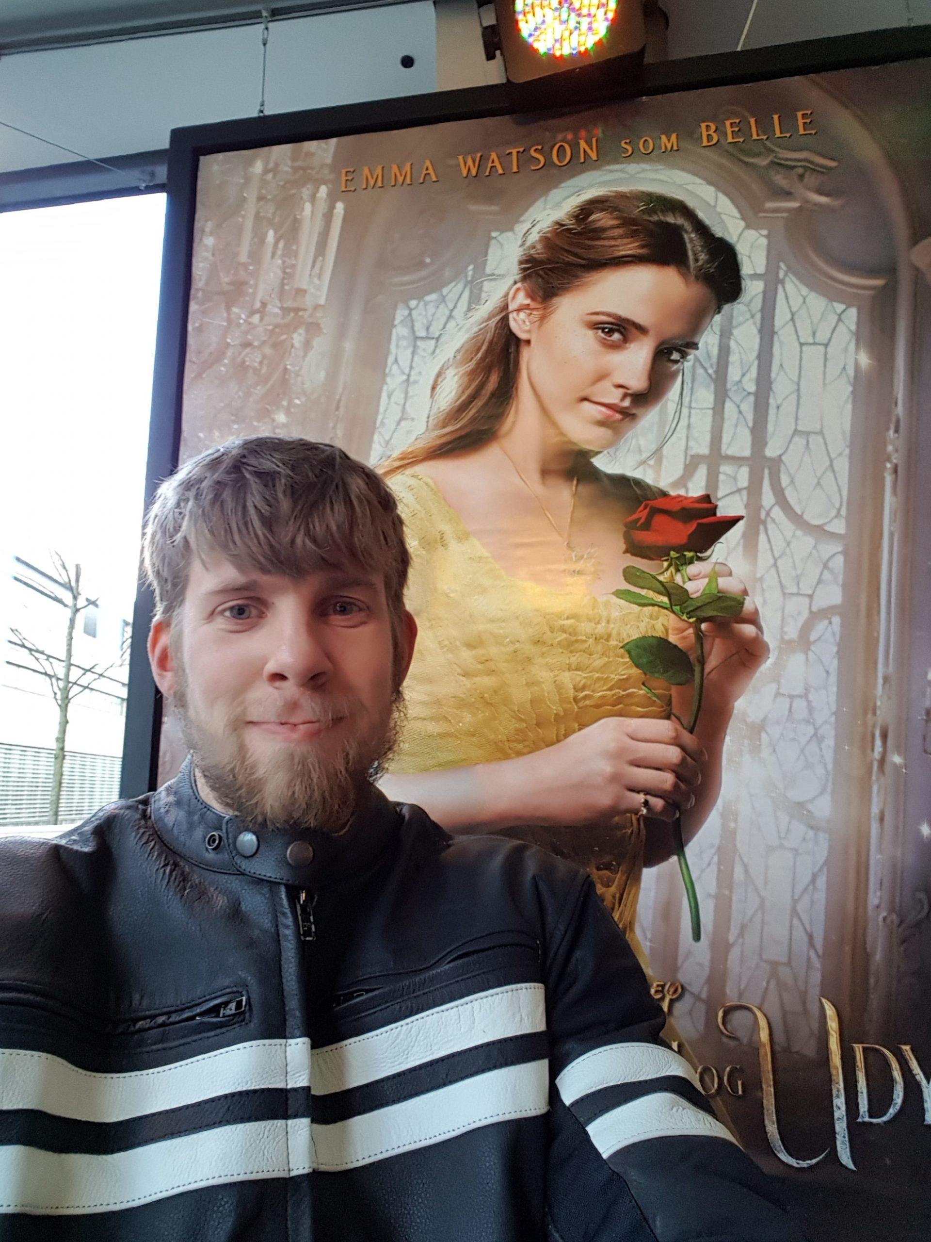 Her kan du høre Magnus' portræt af sit store idol Emma Watson.